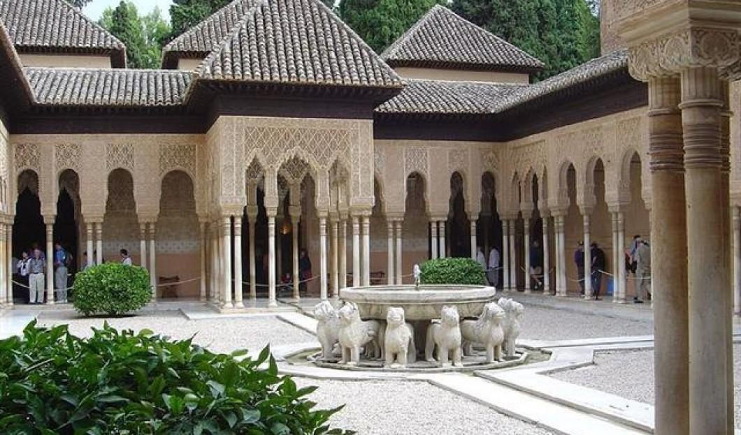 8) Alhambra, Granada, España