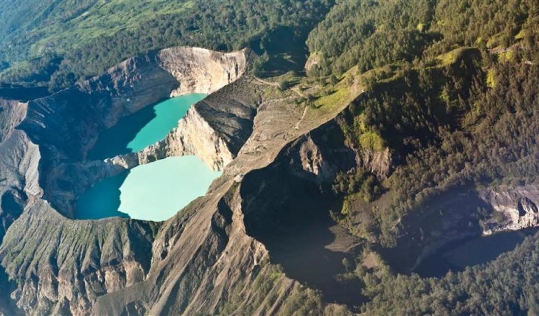 Flores, Indonesia – Volcán Kelimutu