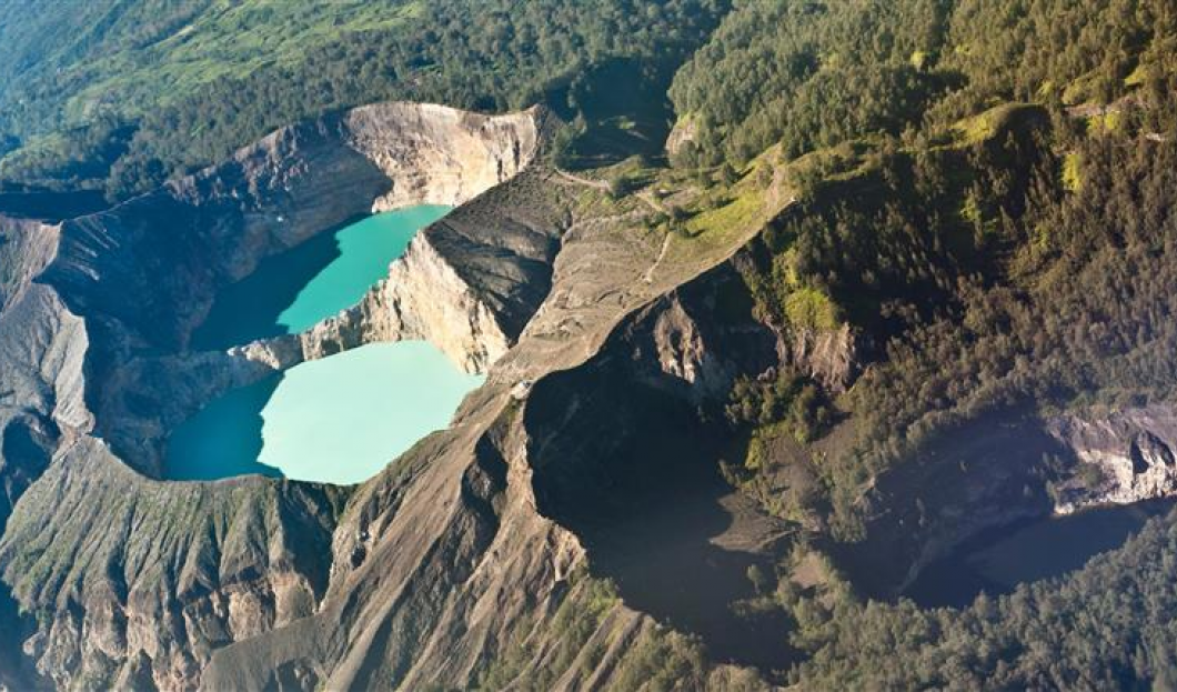 Flores, Indonesia – Volcán Kelimutu