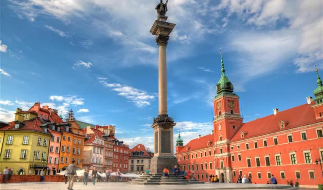 8 / Varsovia, Polonia